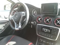 Aquí tenéis el interior de un Mercedes AMG ¿Os lo imaginábais así? Moderno,dinámico...¡Increíble!