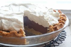 Chocolate Pudding Pie (Grain-Free, Paleo) - Deliciously Organic -- pinning just in case Great Desserts, Köstliche Desserts, Gluten Free Desserts, Dairy Free Recipes, Real Food Recipes, Paleo Recipes, Hamburger Recipes, Paleo Dessert, Healthy Desserts