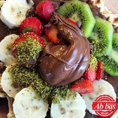 Dopdolu bir waffle, musmutlu günler! :) Acai Bowl, Panna Cotta, Waffles, Breakfast, Ethnic Recipes, Instagram Posts, Food, Acai Berry Bowl, Morning Coffee