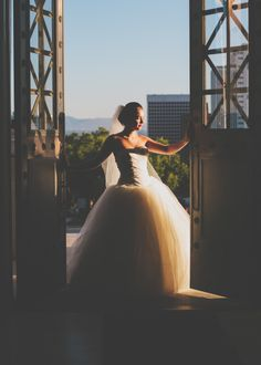 Salt Lake City Utah Bridal Photography. #bridals #saltlakecitybridals #bridalposes #weddingdress #utah www.kealajarvis.com