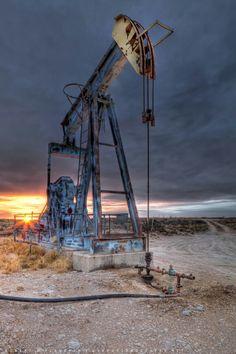 Looking for oilfield jobs? We're your one stop spot for oilfield jobs, oilfield news, oilfield learning and more. Oilfield Trash, Oilfield Life, Water Well Drilling, Drilling Rig, Black Gold Oil, Midland Texas, Lubbock Texas, Oil Rig Jobs, Oil Platform