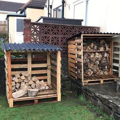 Pallet Furniture Projects Pallet outdoor shed ideas - Bring ease to your life with the fabulously spacious and elegant pallet storage cabinet boxes ideas. Pallet furniture projects are immensely popularized in the field of home interior and decor. Pallet Shed, Pallet Storage, Shed Storage, Storage Ideas, Garden Pallet, Firewood Storage, Outdoor Storage, Pallet Racking, Firewood Rack