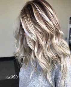 20 Caramel Highlights for Dark Brown Hair 2019 Caramel highlights for Dark Brown Hair can come in many varieties; from subtle highlights to the bold and distinct. You should not go wrong with caramel Highlights For Dark Brown Hair, Light Brown Hair, Brown Hair Colors, Caramel Highlights, Subtle Highlights, Hair Colour, Ombre Color, Light Hair, Blonde Hair Looks