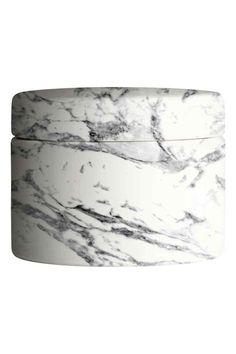 Boîte en céramique à couvercle: Boîte en céramique avec couvercle amovible. Hauteur 6 cm, diamètre 8 cm.