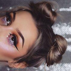 Rainbow glitter details @aniserux_mua
