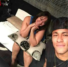 Neymar & his mother Nadine :) Paris Saint Germain Fc, Fc B, National Football Teams, Neymar Jr, Shakira, Bellisima, Cute, Instagram Posts, Plays