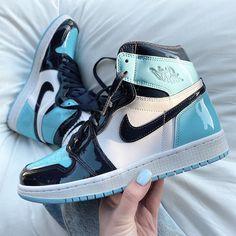 Dr Shoes, Tennis Shoes Outfit, Swag Shoes, Nike Air Shoes, Hype Shoes, Nike Air Jordans, Blue Jordans, Nike Jordans Women, Retro Jordans