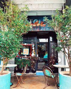 Cofee Shop, Cozy Coffee Shop, Small Coffee Shop, Best Coffee Shop, Vintage Coffee Shops, Vintage Cafe, Coffee Shop Interior Design, Coffee Shop Design, Cafe Display