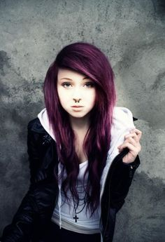 Don't like her pierceing but love her hair color. If i ever got an unnatural color, this would be it and outfit