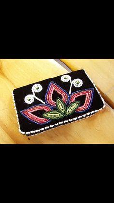 Wallet. Beading Ideas, Beading Projects, Beaded Cuff Bracelet, Beaded Jewelry, Purse Wallet, Coin Purse, Woodland Art, Beadwork Designs, Native American Beadwork