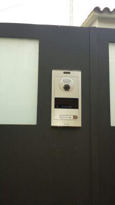 Instalación de Placa Videoportero Color VDS de Fermax modelo Skyline. #fermax, #sertectelecomunicacions, #cityline, #videoporterosyantenaspuntocom, #sertectelecomunicacions, #mataro