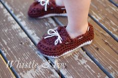 Free Crochet Pattern - Toddler Boat Slippers. These adorable slippers are perfect for your toddler during the chilly months {Pattern by Whistle and Ivy}