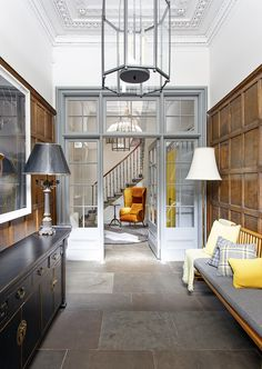 Period charm: the dramatic restoration of a Georgian townhouse in Edinburgh The glazed inner door in the entrance hall has been painted grey to offset the rich tones of the wooden panelling entrance hall ideas Georgian Townhouse, Georgian Homes, Georgian Kitchen, Orangerie Extension, Modern Georgian, Wooden Panelling, Georgian Interiors, Coastal Living Rooms, Style Deco