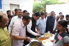 Shri Devendra Fadnavis, Chief Minister of Maharashtra serving mid-day meals to The Akshaya Patra Foundation's beneficiaries.