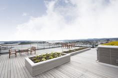 Takterrasse - panoramautsikt over hele byen Outdoor Furniture Sets, Outdoor Decor, Oslo, Home Decor, Decoration Home, Room Decor, Interior Design, Home Interiors, Interior Decorating