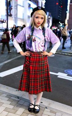 Set đồ layer, caro skirt, ombre dyed hair. Thích mái tóc của bạn ấy quá XD