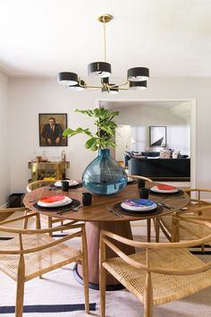 This round wood dining table and rattan wishbone chairs in Katie Lowes' eclectic home is the ideal place for entertaining guests. Easy Home Decor, Home Decor Trends, Cheap Home Decor, Home Decor Inspiration, Interior Design Boards, Interior Design Living Room, Interior Livingroom, Farmhouse Dining Room Lighting, Rooms Ideas
