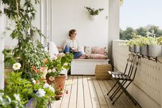 4 Essentials for a Truly Inviting Condo Balcony Patio Design, Garden Design, House Design, Balcon Condo, Condo Balcony, Shade House, Backyard Buildings, Pergolas For Sale, Decoration Plante