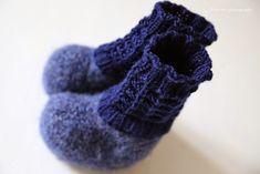 Pizzicato: Huovutetut vauvan tossut + ohje Crochet Baby, Knit Crochet, Knitting For Kids, Fingerless Gloves, Arm Warmers, Slippers, Crafts, Socks, Tips