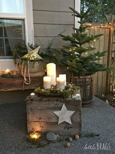 Christmas porch, christmas home decor baskets, veranda, pallet projects, home Noel Christmas, Country Christmas, Christmas Photos, Christmas 2019, Winter Christmas, Christmas Crafts, Christmas Ornaments, Simple Christmas, Christmas Porch
