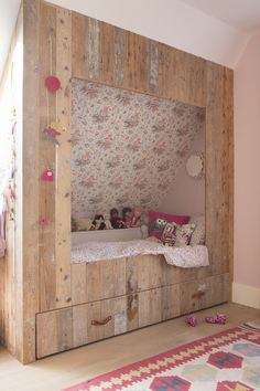 bedstee kinderkamer meisjeskamer Attic Bedrooms, Girls Bedroom, Bedroom Frames, Little Girl Rooms, Kid Spaces, Kid Beds, New Room, Interior Design Living Room, Kids Room
