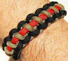 DIY Paracord Bracelet Ideas - Tri-Color Cobra Survival Paracord Bracelet - Tutorials for Easy Woven Paracord Bracelets Bracelet Knots, Jewelry Knots, Woven Bracelets, Bracelets For Men, Men's Jewelry, Paracord Bracelet Survival, Paracord Watch, Paracord Bracelets, Paracord Braids