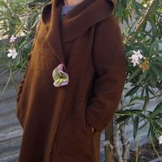 Avec poches plaquées, avec capuche ou col chale Bonnets, Pulls, Brooch, Fashion, Vest Coat, Gloves, Coats, Pockets, Fall Season