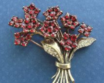 NA PRODEJ Trifari kytice Brož Sterling Silver Vermeil Red kamínky Antique Fur Clip Circa 1940 Art Deco Pin