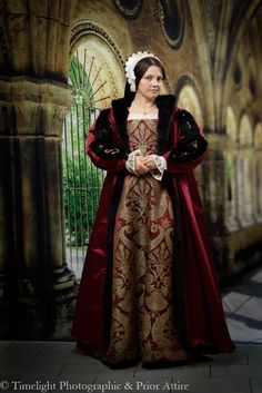 Tudor kirtle in silk brocade and taffeta, loose gown in silk duchess satin, trimmed with fur, French hood: Renaissance Dresses, Renaissance Fashion, Medieval Dress, Medieval Clothing, Italian Renaissance, Historical Costume, Historical Clothing, Historical Photos, Marguerite De Navarre