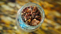Substanta rasinoasa, de culoare verde-bruna sau cafenie, cu aroma placuta, de mugur de plop, miere, ceara si vanilie, propolisul este un produs foarte renumit in lumea medicinei.