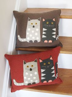 These look like great accent pillows, like, maybe for a cat quilt? Sewing Pillows, Diy Pillows, Decorative Pillows, Knitted Pillows, Cat Crafts, Sewing Crafts, Sewing Projects, Cat Pillow, Cushion Pillow