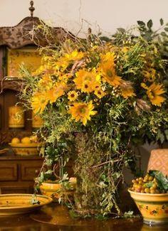 Flower arrangement with sunflowers