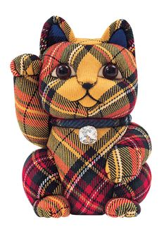Waraku Magazine teamed up with local artisans to create a line of cute Fortune Cats! Traditional kimekomi ningyo dolls in the shape of maneki neko (beckoning cats) get a modern look with colorful fabrics, like this cheerful yellow tartan print.