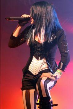 Alissa White-Gluz (The Agonist) Chica Heavy Metal, Heavy Metal Girl, Female Guitarist, Female Singers, Metal Fashion, Look Fashion, The Agonist, Ladies Of Metal, Alissa White
