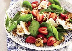 Strawberry and Brie salad Mince Recipes, Salad Recipes, Healthy Recipes, South African Braai, Champagne Breakfast, Cheese Tasting, Serving Platters, Pasta Salad, Vegan Vegetarian