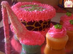 This was a set up for a diva! High heel cupcake, and leopard print cake followed with some hot pink cupcakes!