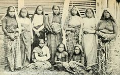 Moro Women in the Island of Mindanao, Philippines 1898 Philippine Fashion, Philippines Culture, 12 Tribes Of Israel, Filipiniana, Mindanao, Tribal People, African Diaspora, American War, Vintage Pictures