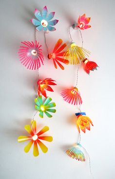 How to upgrade a cord string using plastic bottles. Flower cord light. http://www.ohohblog.com/2015/08/how-to-upgrade-cords-light.html