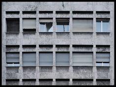 Dettaglio compositivo di facciata, Figini e Pollini - Edificio per abitazioni e uffici via Broletto, Mailand