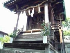 Ebisu shinto shrine stands in residential area in Hiroshima city. This shrine is designated A-bombed Buildings.  I ring big bell which is in order to attract the attention of a god. http://japan-temple-shrine.blogspot.jp/2014/05/this-shrine-stands-in-residential-area.html