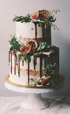32 Jaw-Dropping Pretty Wedding Cake Ideas A delicious cake is the sweetest ending to a perfect wedding celebration. If you're looking for wedding cake inspiration, browsing through wedding cake pictures. Seminaked Wedding Cake, Peacock Wedding Cake, Pretty Wedding Cakes, Creative Wedding Cakes, Wedding Cake Rustic, Wedding Cake Designs, Pretty Cakes, Beautiful Cakes, Amazing Cakes