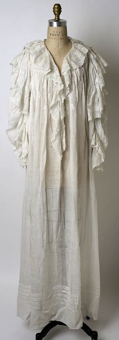 American linen 1900-1903 - this is very similar to a gown I got from Victoria Secret several years ago...I love the look.