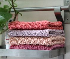 31 x 31 cm. Knitted Washcloths, Knit Dishcloth, Homemade Potholders, Diy And Crafts, Arts And Crafts, Knitting Accessories, Washing Clothes, Pot Holders, Knitting Patterns