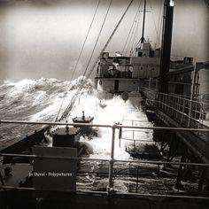 Bateau en pleine tempête maritime #4 Années 1920 D'après négatif photo ancien