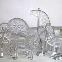 BODA ZOO: collection of cash clear glass animal figures designed by Bertil Vallien for Boda, Clear Glass, Glass Art, The Glass Menagerie, Kosta Boda, Mid Century Modern Decor, Retro Art, Vintage Art, Glass Animals, Glass Ceramic