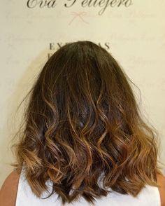 ¡Esta media melena ondulada es ideal! El desgaste de color es perfecto para el verano   #evapellejero #pelazo