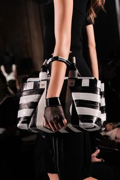 Roland Mouret - Paris Fashion Week Spring 2014- Details