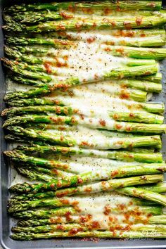 Cheesy Garlic Roasted Asparagus with mozzarella cheese is the best side dish to . Cheesy Garlic Roasted Asparagus with mozzarella cheese is the best side dish to any meal! Low Carb, Keto AND the per Low Carb Side Dishes, Side Dish Recipes, Keto Recipes, Vegetarian Recipes, Cooking Recipes, Healthy Recipes, Healthy Asparagus Recipes, Asparagus Ideas, Dishes Recipes