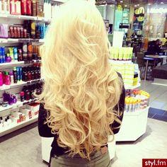 Loki, fale włosy: Fryzury Długie Na co dzień Kręcone Rozpuszczone Blond - Bergaya - 2166937