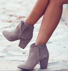 Grey Ankle Boots....I would really like some grey ankle boots!!!